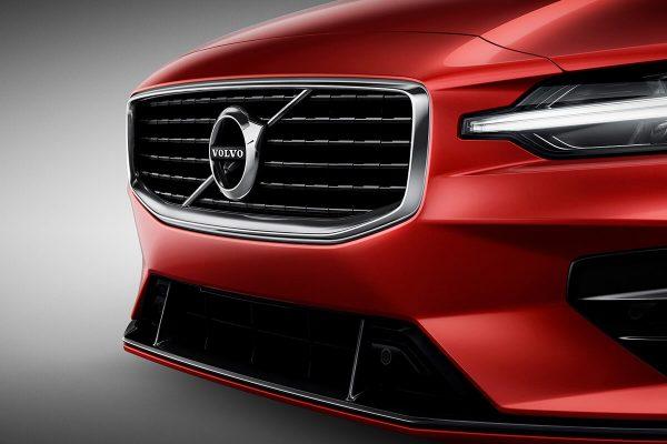 230900_New_Volvo_S60_R-Design_exterior